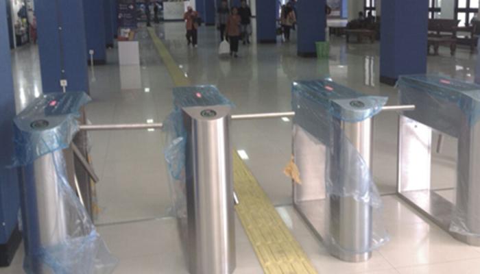 Terminal Tirtonadi Solo - Pedestrian Gate